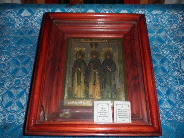 Икона преподобных жен Дивеевских с частицами их святых мощей